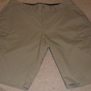 Under Armour Tan Cargo Shorts, Size 32